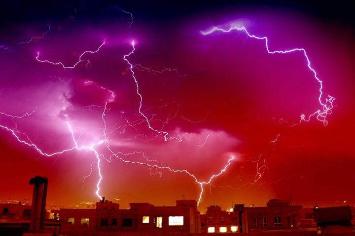 Ein Sturm bricht los